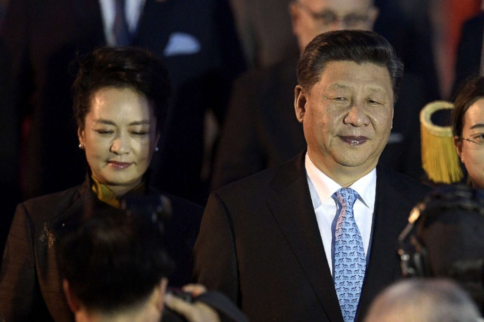 PHOTO: Chinas President Xi Jinping and first lady Peng Liyuan arrive at Ezeiza International airport in Buenos Aires, Nov. 29, 2018.