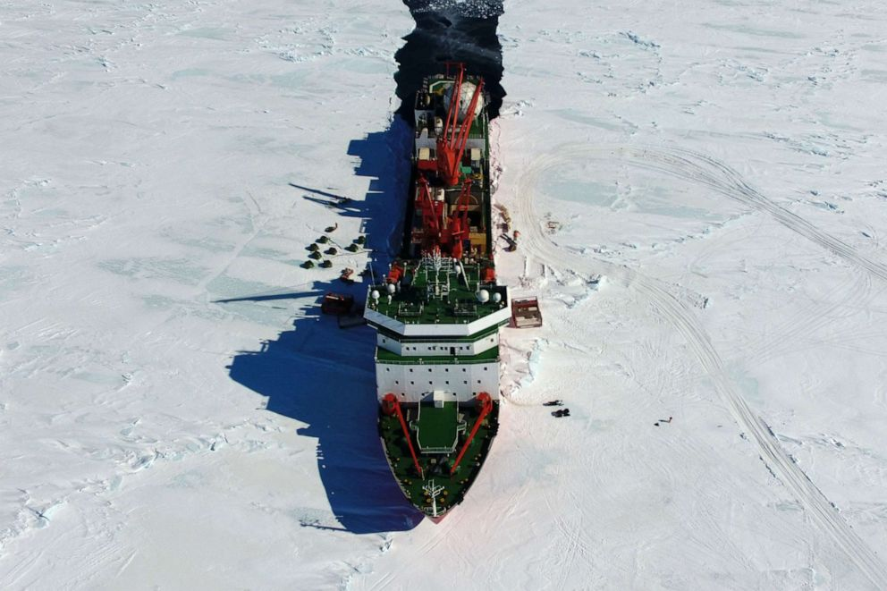 PHOTO: Chinas research icebreaker Xuelong sails in Antarctica, Dec. 4, 2018.