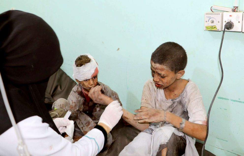 PHOTO: A doctor treats children injured by an airstrike in Saada, Yemen, Aug. 9, 2018.