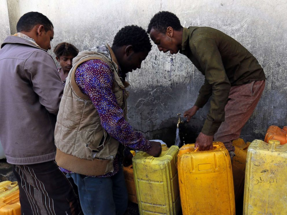 PHOTO: Yemenis wait to collect drinking water from a donated water pipe in Sanaa, Yemen, Nov. 10, 2017.