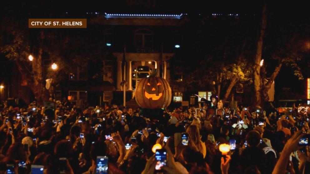 Marnie Lights 'Halloweentown' Pumpkin in St. Helens, Oregon Video ...