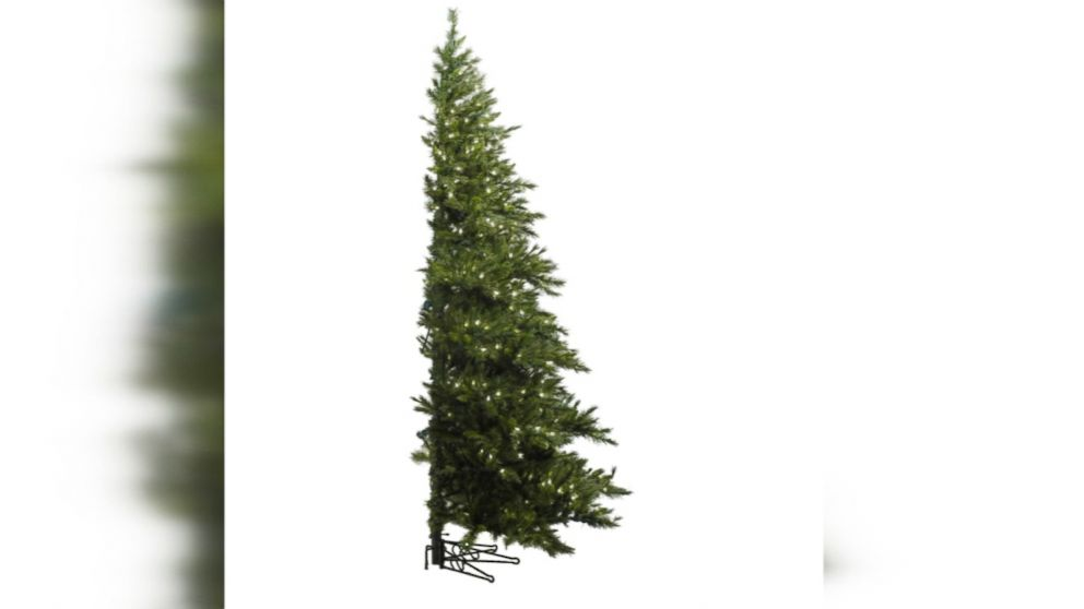 Here are the hottest Christmas tree trends this holiday season.