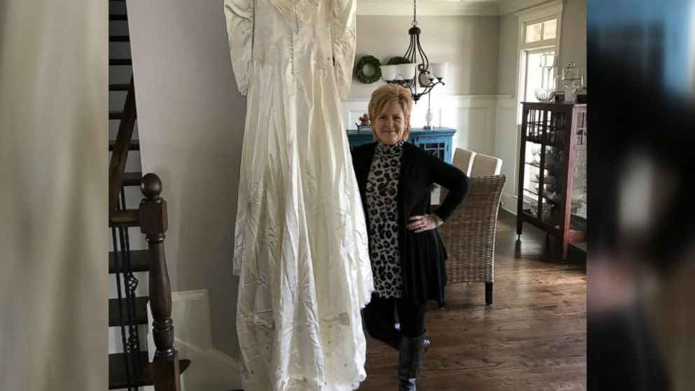 38b7a514cc8 2 Strangers to Swap Wedding Dresses 30 Years After Mix-Up - ABC News