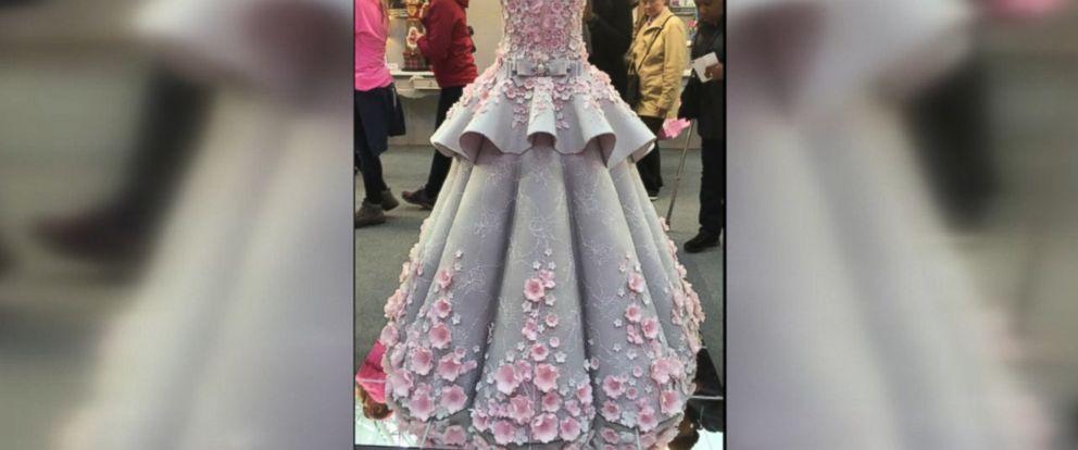 Life size wedding dress cake dazzles at cake show abc news for Virtual wedding dress maker
