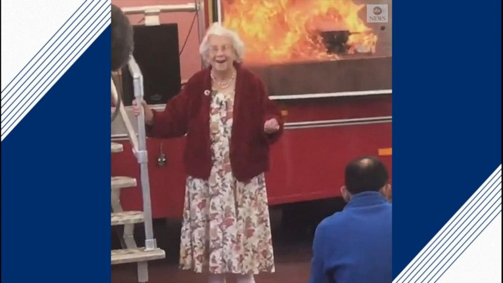 96-year-old woman with dementia wows crowd with flawless singing