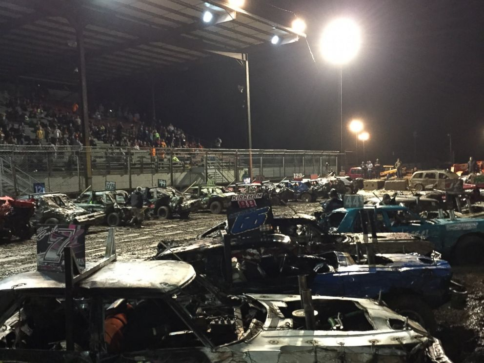 PHOTO: Drivers compete in the finals at Metal Mayhem 2015 in Pecatonica, Illinois.