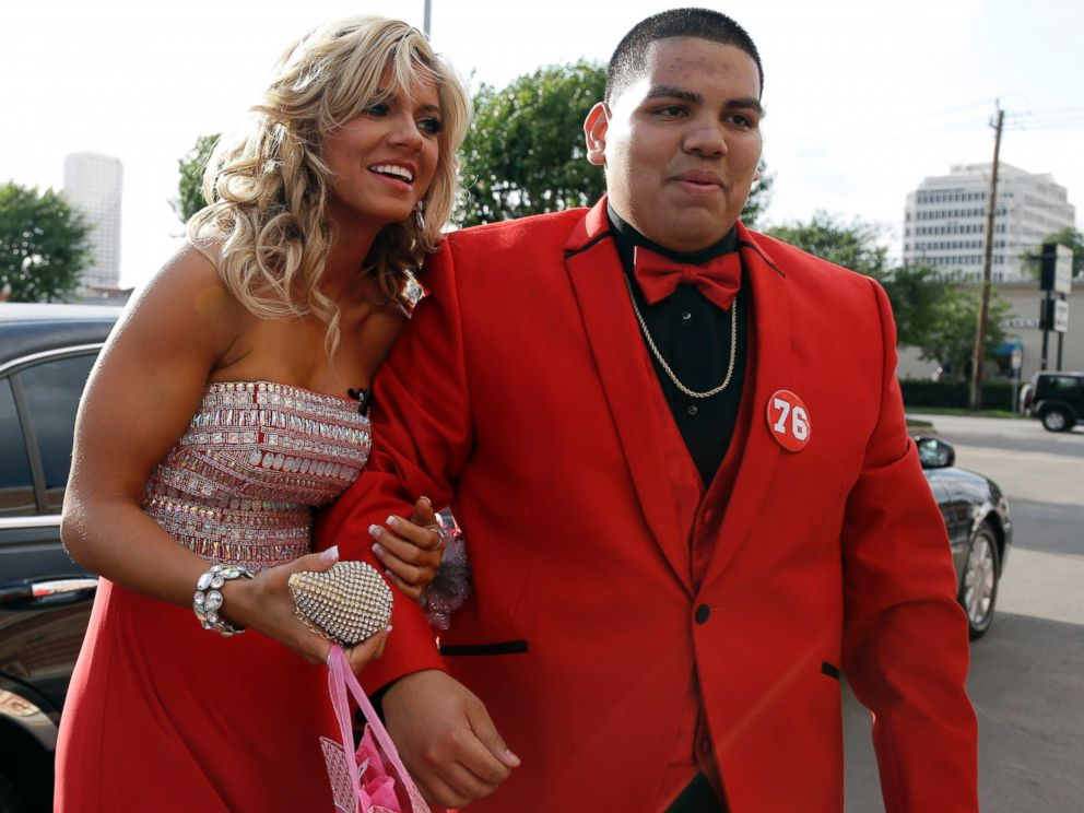 PHOTO: High school student Michael Ramirez, right, and Houston Texans cheerleader Caitlyn pose for pictures outside a restaurant before attending the prom Saturday, May 10, 2014, in Houston.