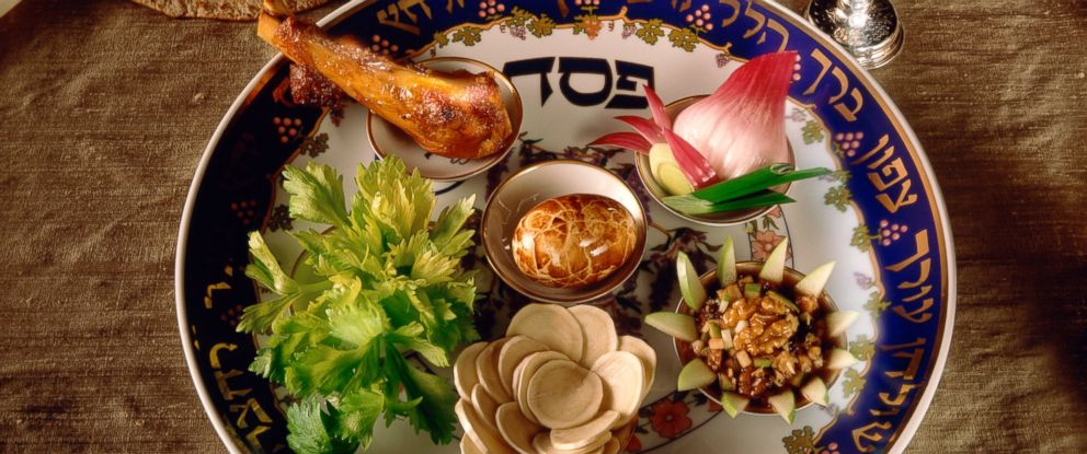 PHOTO: Tradition Passover Seder plate with matzo.