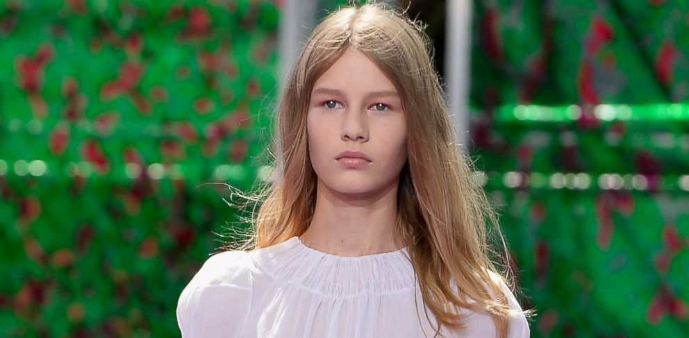Meet The New Face Of Dior She S 14 And Her Runway Walk Sparked Major Controversy Abc News