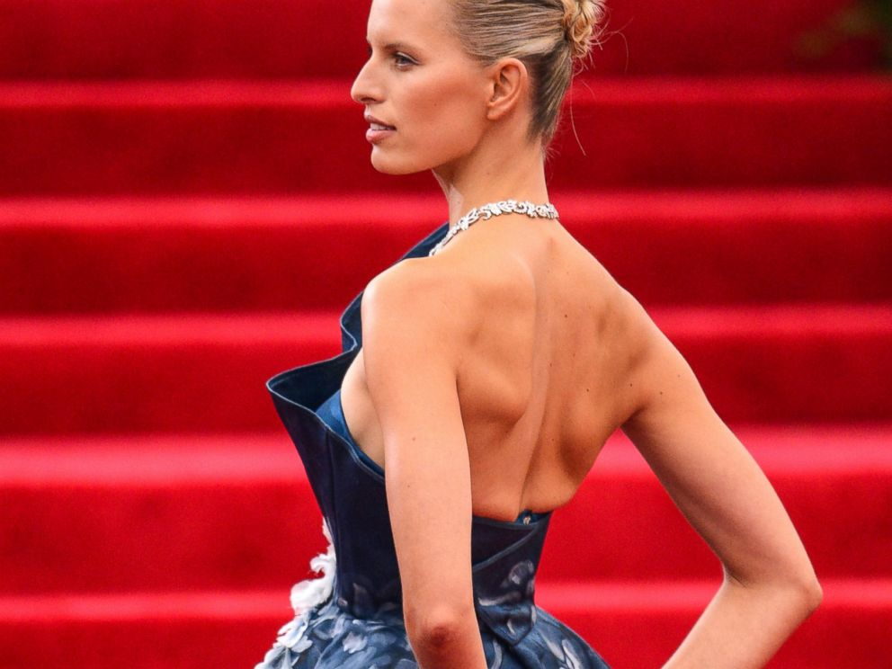 PHOTO: Karolina Kurkova enters the Charles James: Beyond Fashion Costume Institute Gala at the Metropolitan Museum of Art, May 5, 2014 in New York.