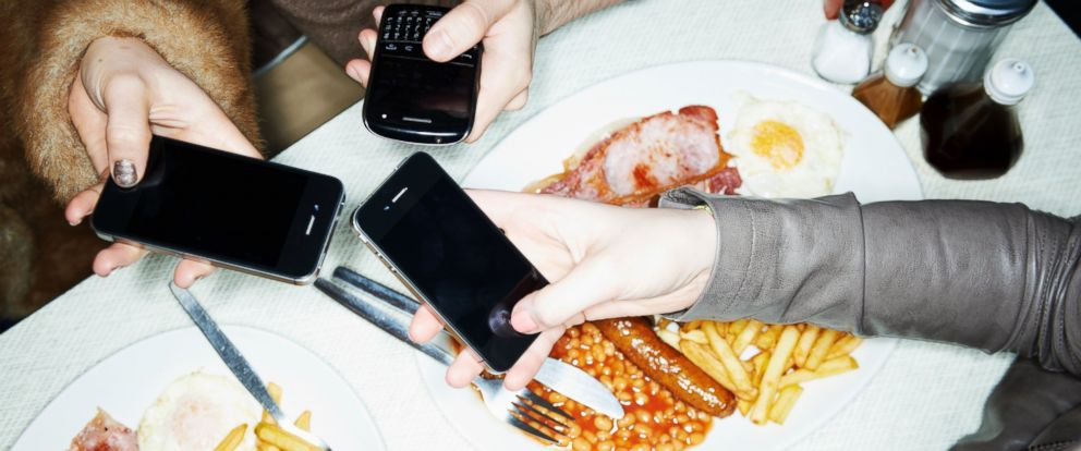PHOTO: A new app allows diners to discreetly review a restaurant waitstaffs performance.