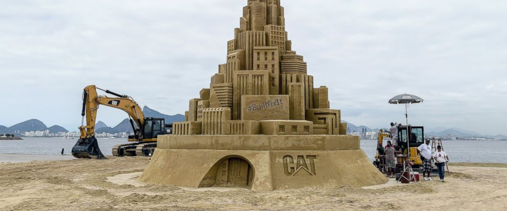 PHOTO: View of a 12-meter-high sand castle that aims to be the world highest sand castle in Niteroi, Brazil, Nov. 11, 2014.