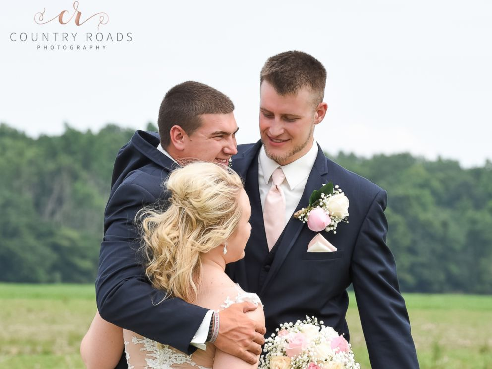 PHOTO: Lindsey Berger's photographs of a bride, groom and their best man went viral.