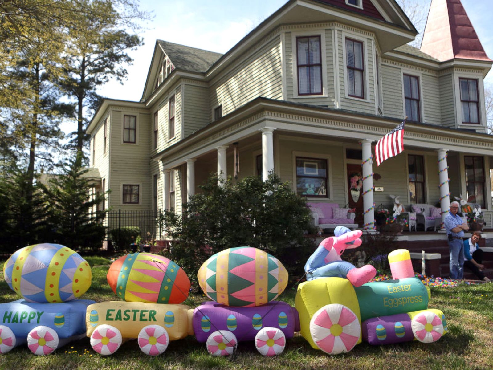 Holiday Loving Couple Shows Off Epic Easter Decorations Including 6 000 Eggs