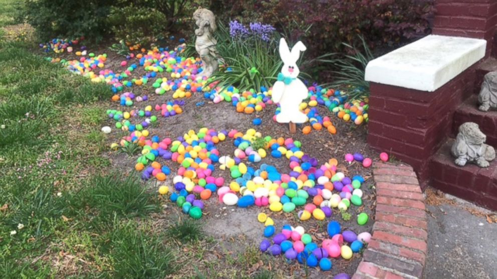 Holiday-loving couple shows off epic Easter decorations, including