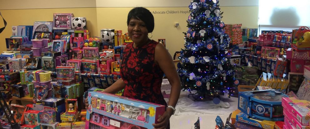 PHOTO: Hospital cafeteria worker Jessie Tendayi, 55, buys toys for young hospital patients at Advocate Childrens Hospital in Oak Lawn, Illinois.
