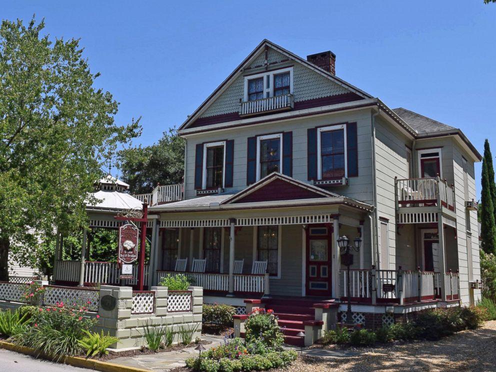PHOTO: Cedar House Inn