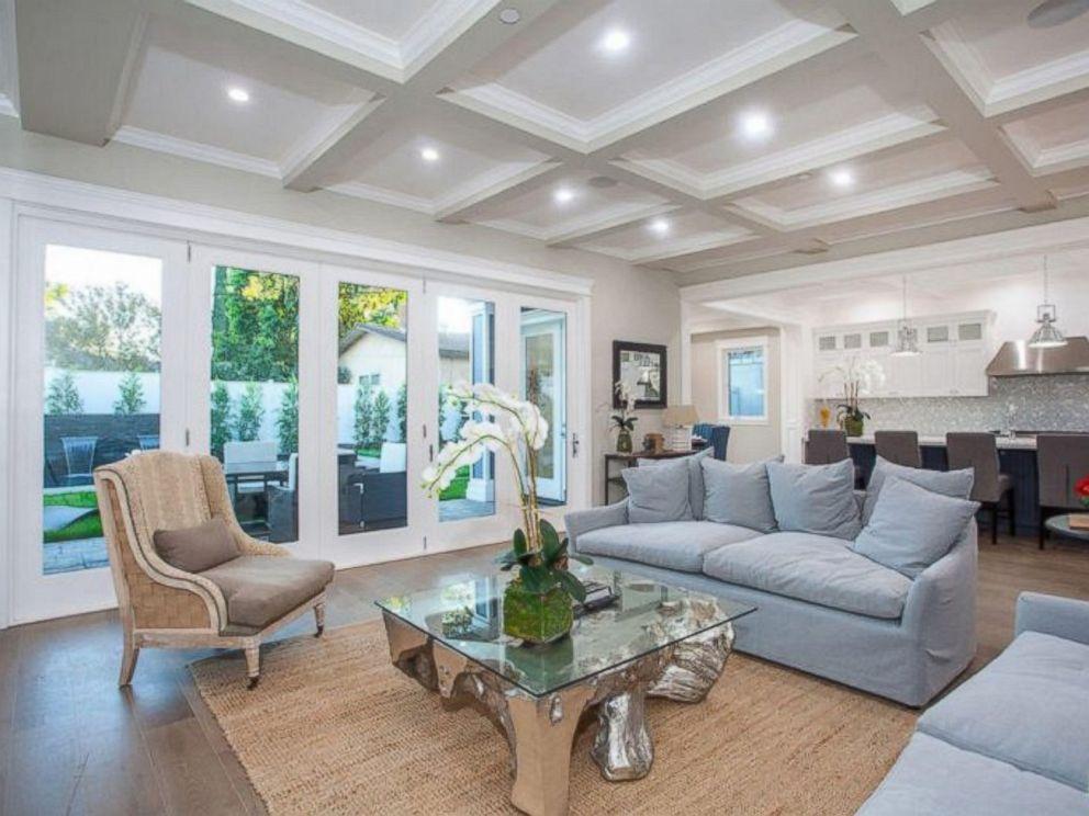 PHOTO: The living room inside Ne-Yos $1.9 million California home. & See inside Ne-Yo\u0027s $1.9 million California home - ABC News
