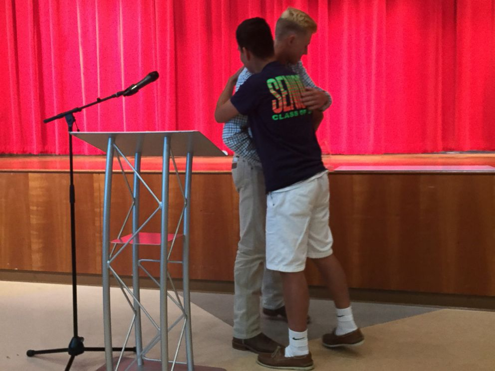 PHOTO: Chase Bradley, 17, a junior at Hyde Park High School in Austin, Texas, gave his $2,500 scholarship to Sergio Garcia, 18.