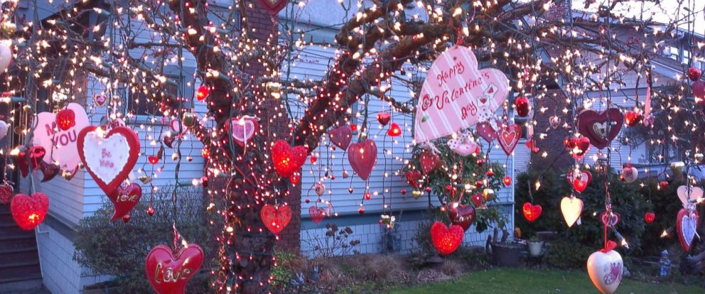 Washington Man Honors Late Wife With Valentine S Day Tree Abc News