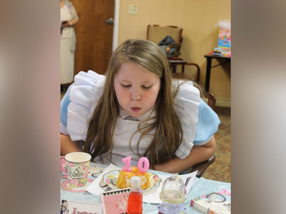 PHOTO Ellie Boshers Moved Her 10th Birthday Party To Grandmothers Nursing Home So