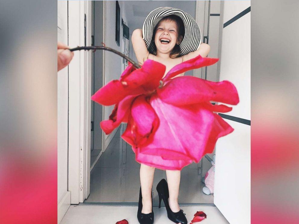 Photo Turkish Mom Alya Chaglar Poses Her 3 Year Old Daughter Stefani