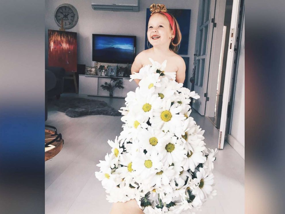 Photo Turkish Mom Alya Chaglar Poses Her 3 Year Old Daughter Stefani