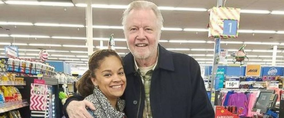 PHOTO: Sydney Gholston, director of food and nutritional services at Home of the Innocents in Louisville, Kentucky, ran into actor Jon Voight on Nov. 18, who purchased the six Thanksgiving turkey she had in her cart.