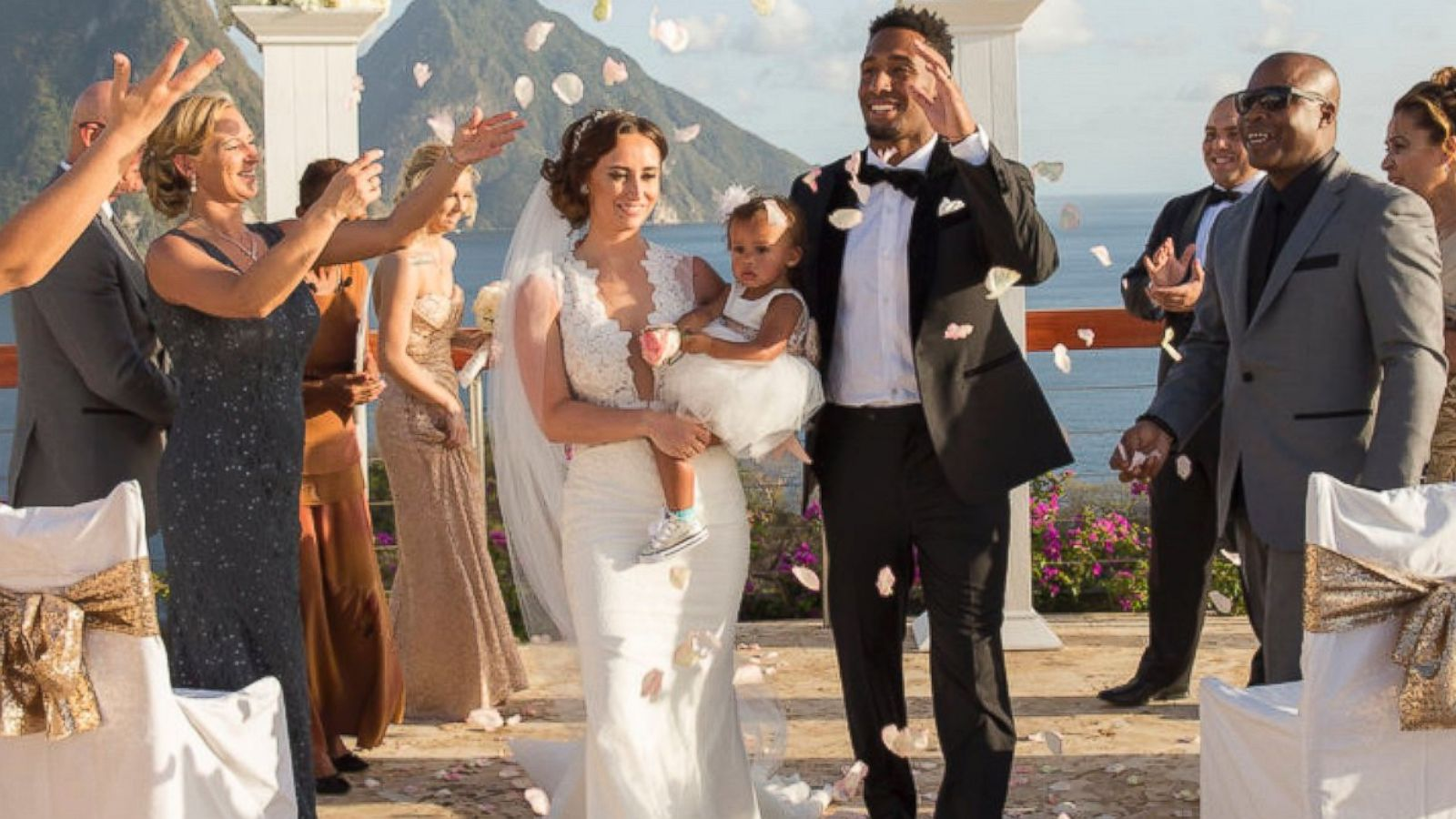 Nfl Player And Wife Ask Wedding Guests To Donate Animal Rescue In Lieu Of Gifts Abc News