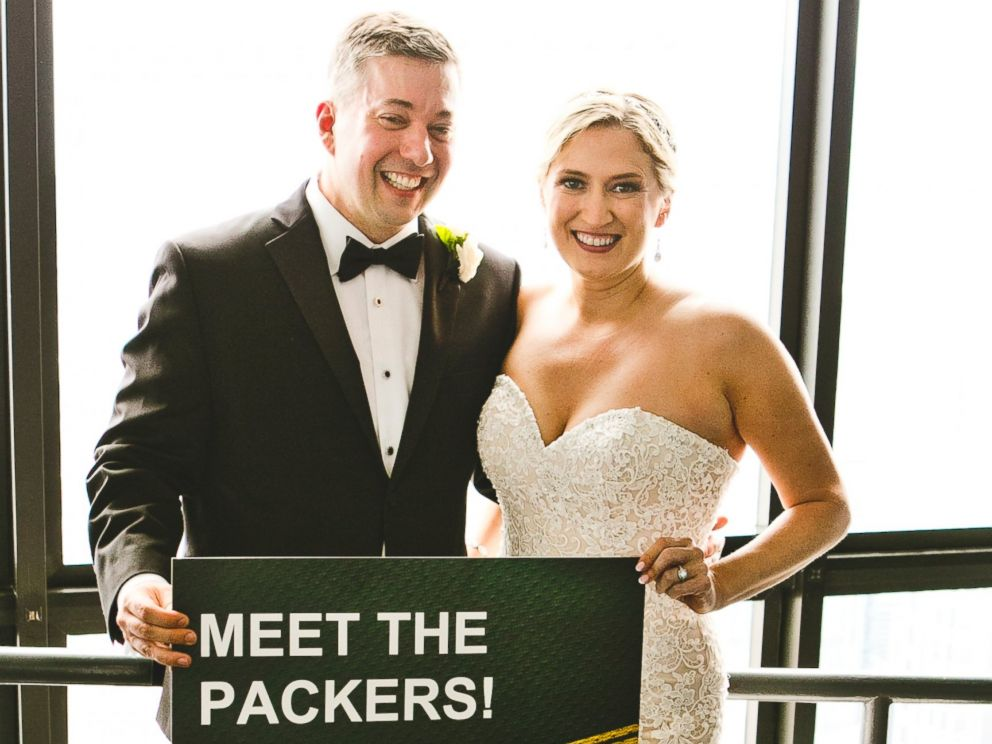 PHOTO: Green Bay super fan, Ryan Holtan-Murphy, marries woman with the last name of Packer in elaborate Packers-themed wedding.