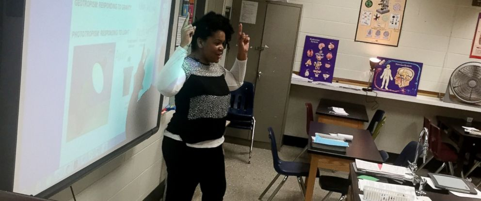 PHOTO:Kristin Chavis uses music to help teach her 9th-grade biology students at Green Oaks High School in Shreveport, La.