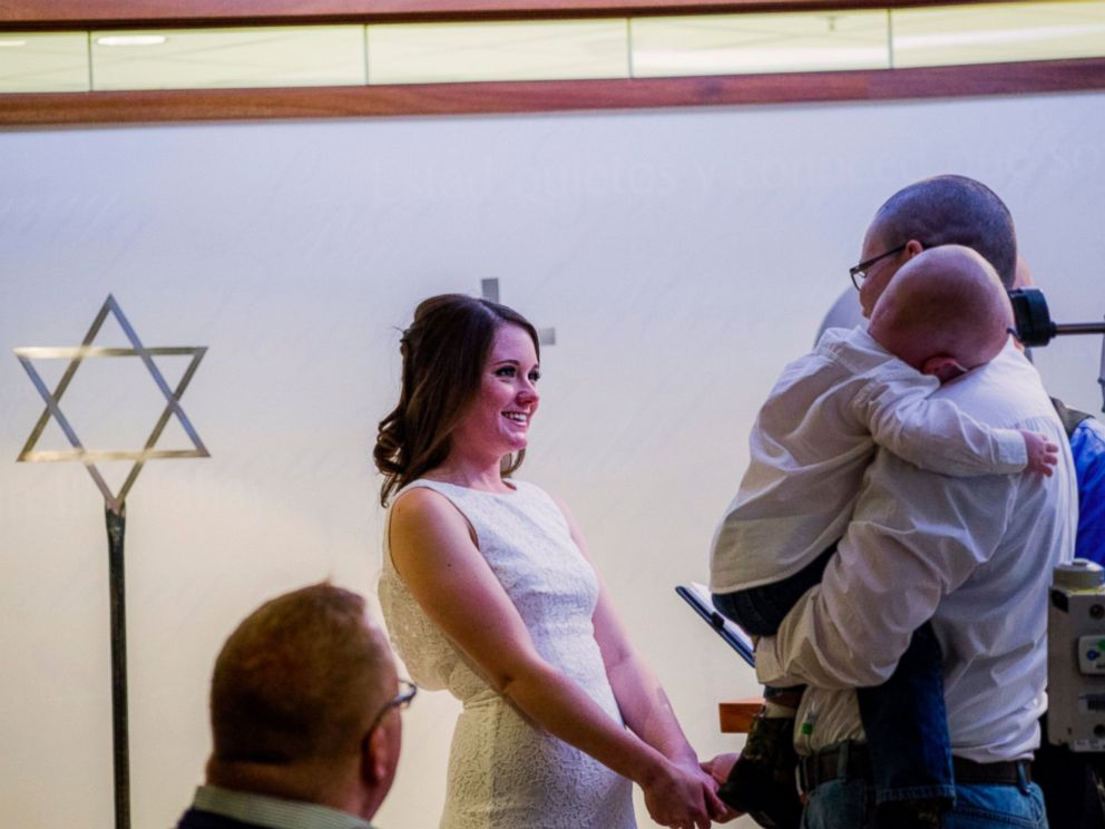PHOTO: On Jan. 7, Celia Kinzel, 26, and Geff Kinzel, 32, wed in the chapel of Nationwide Childrens Hospital in Columbus, Ohio where their son Logan, 2, is a patient.