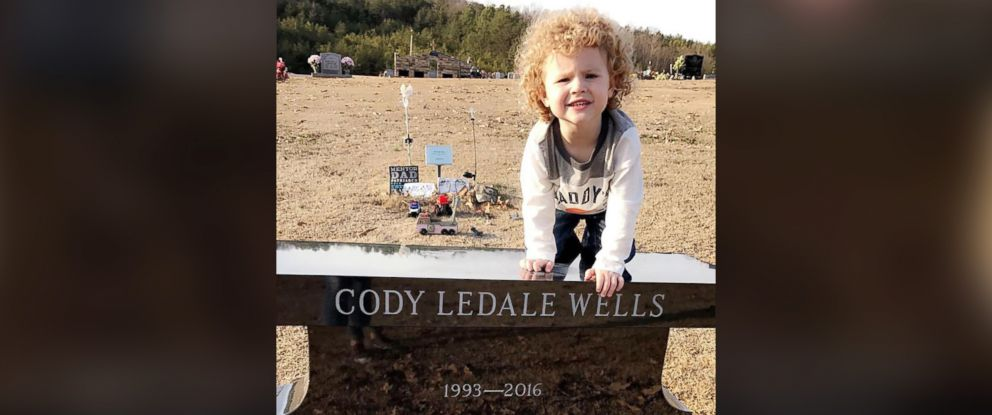 PHOTO: Braxton Wells, 2, found the present at Glenwood Cemetery in Fort Payne, Alabama on Dec. 25, just 8 months after his dad, Cody Wells, 23, died in a car crash.