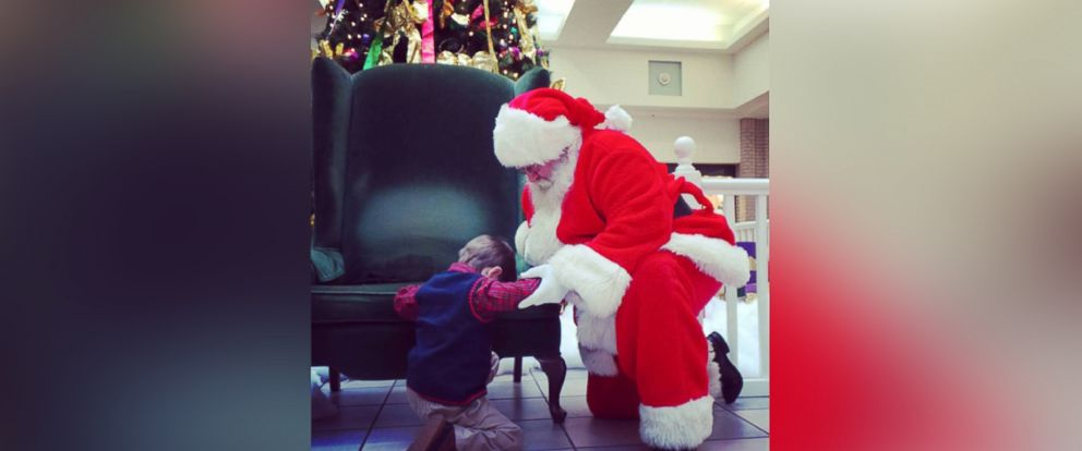 Abc Christmas Catalog 2019.Photo Of Boy Praying With Santa Steals Hearts Of The