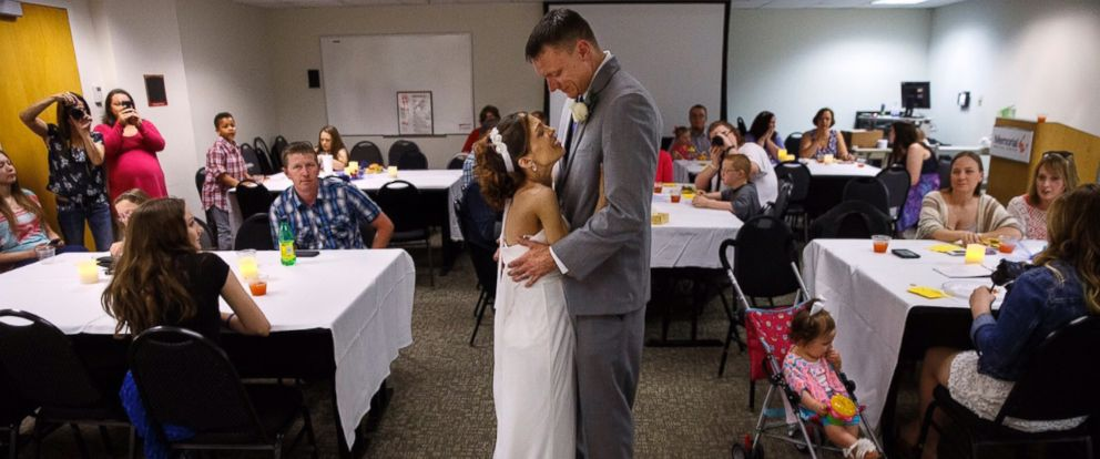 PHOTO: Destini Schafer and Brandon Thomas were married at Memorial Medical Center in Springfield, Illinois thanks to the help pf a caring nurse.