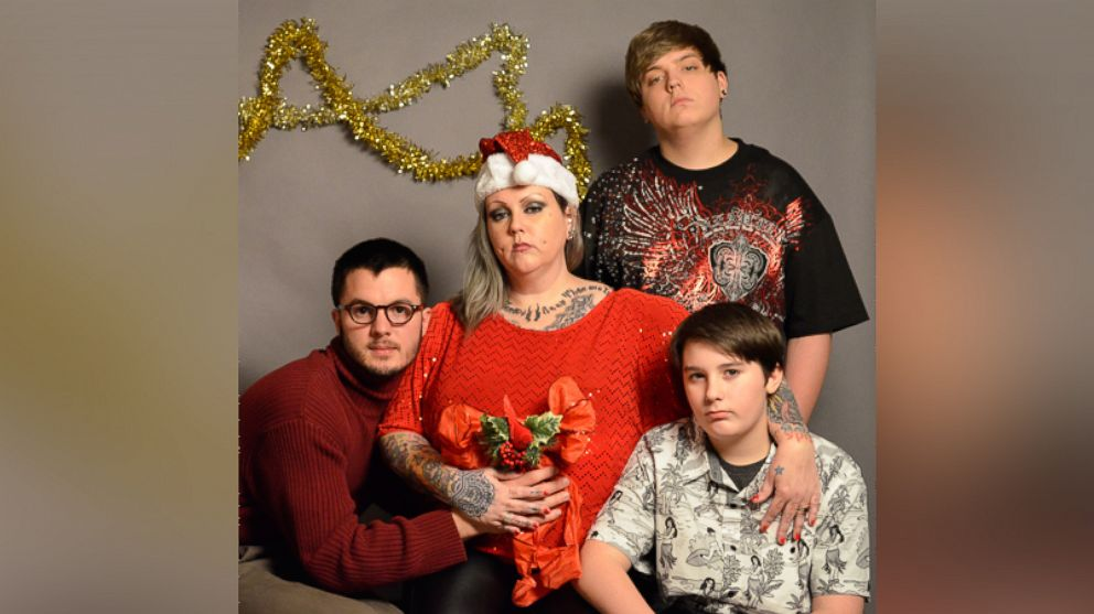 Michigan College Student Hires Fake Family For Christmas Card Abc News