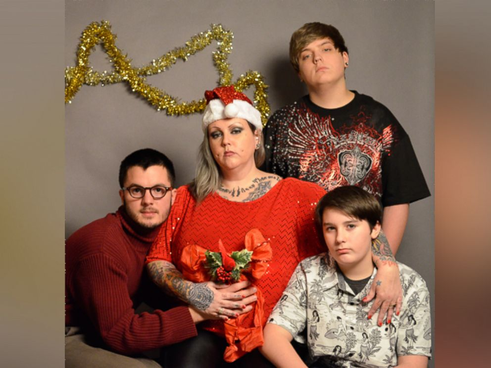 Michigan College Student Hires Fake Family for Christmas Card - ABC News