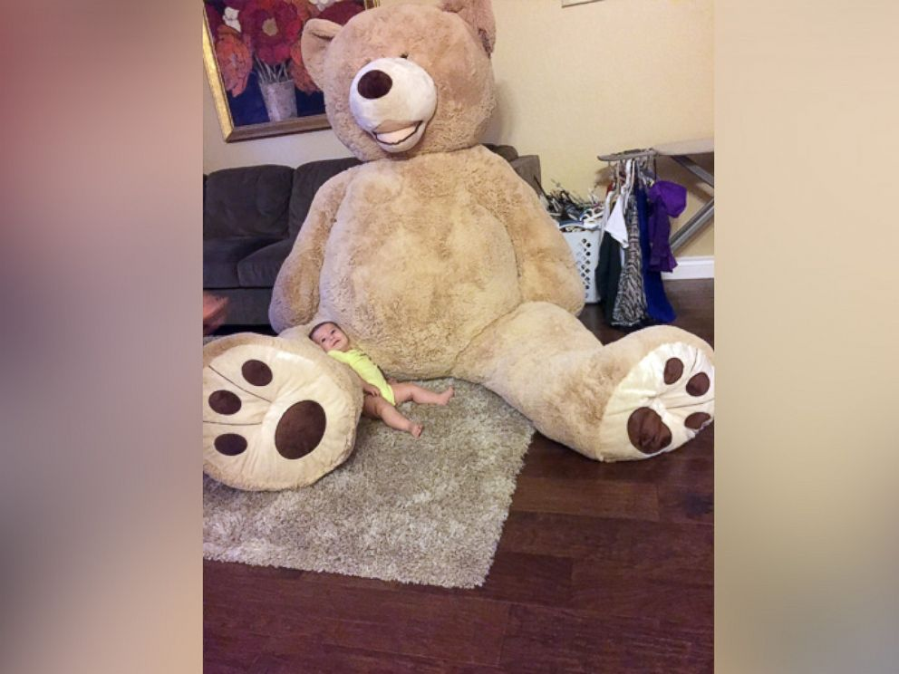 PHOTO: Grandfather buys gigantic teddy bear for his 5-month-old granddaughter, Maddie.