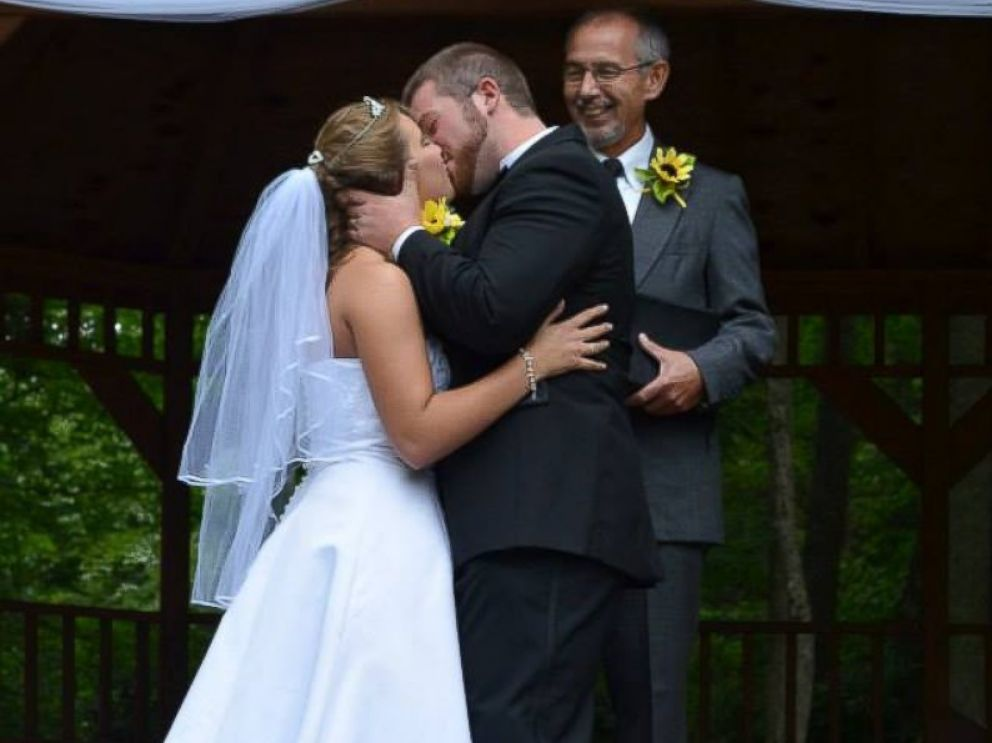 PHOTO: Jeremy Stamper said his wife Justice lost the memory of their wedding day.