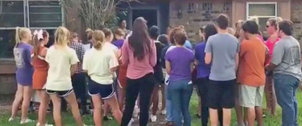 PHOTO: Junior high school students from Alvin Texas, serenaded their teacher Mariana Walker on Oct. 5 outside her home.