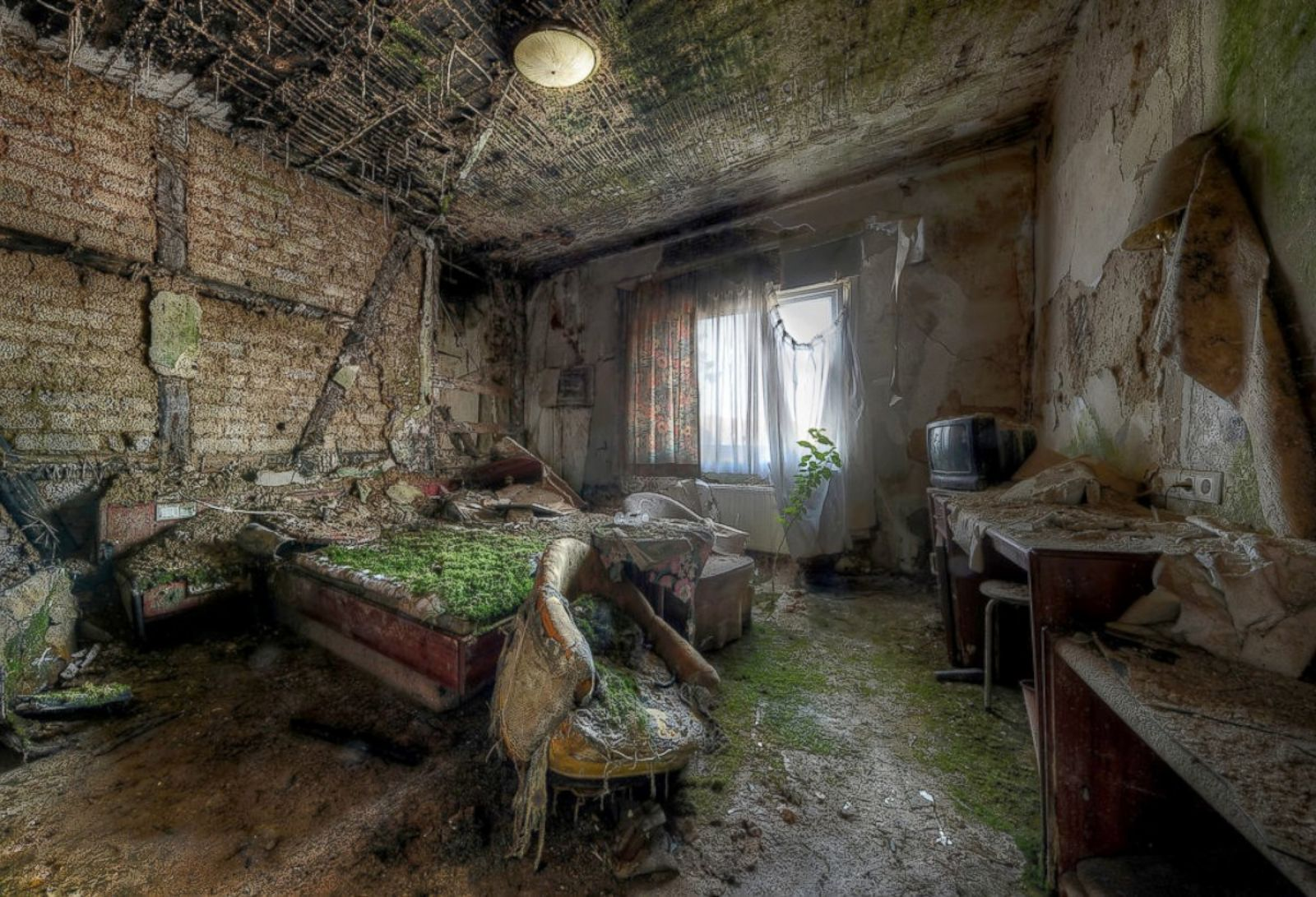 Images of These Abandoned Places Will Give You Chills ...