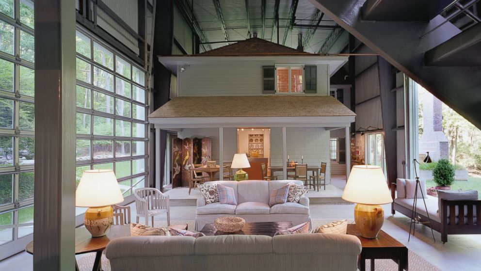 Enjoyable This One Of A Kind House Is Inside An Airplane Hangar Abc News Interior Design Ideas Oteneahmetsinanyavuzinfo