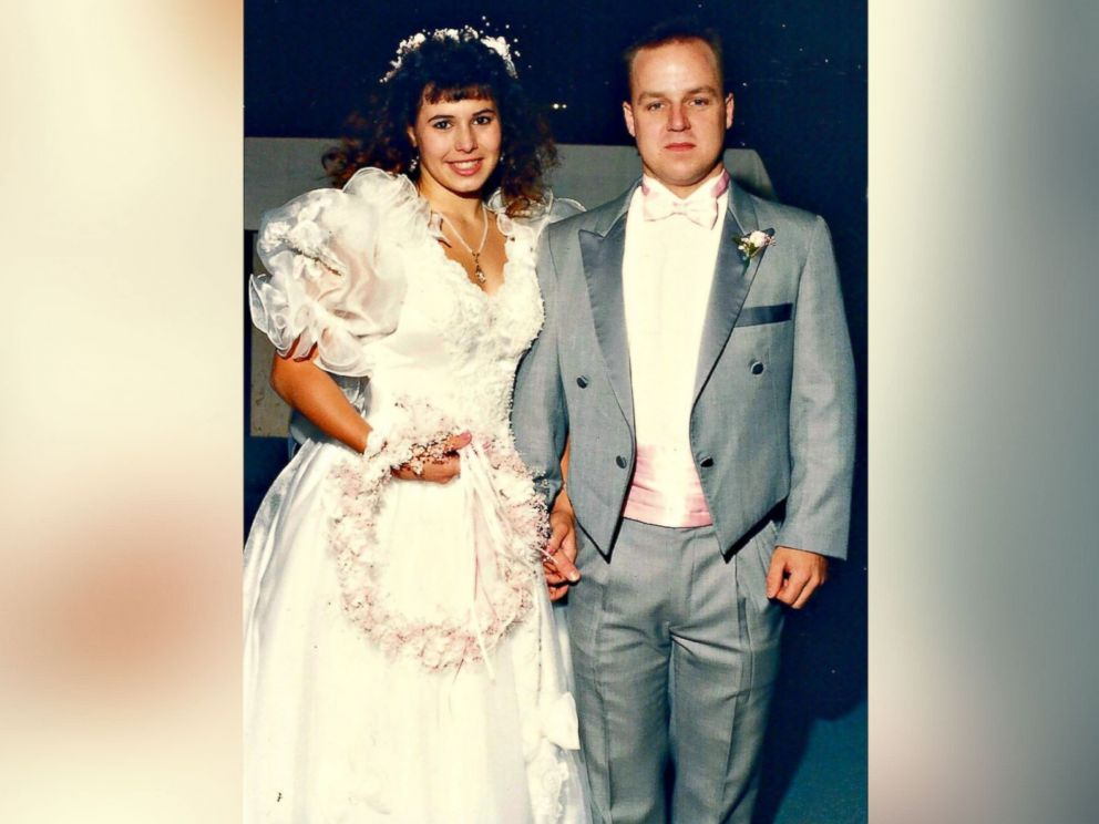 Woman Turns Her 1980s Wedding Dress Into \'Fluffy\' Christmas Tree ...