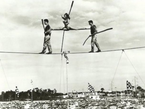PHOTO: Carla Wallenda performing a tightrope walk with late father, Karl Wallenda.
