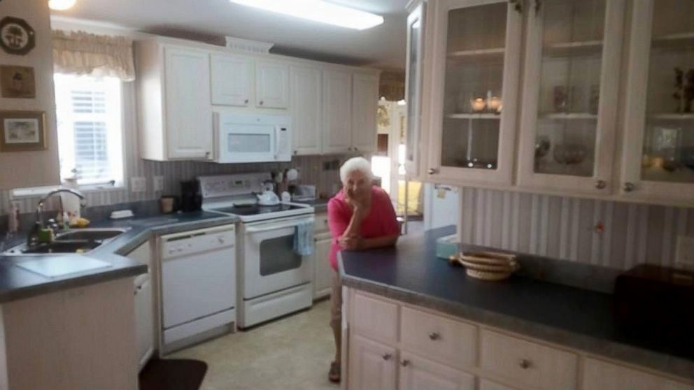 florida grandmother poses in staged photos for for sale house abc news. Black Bedroom Furniture Sets. Home Design Ideas