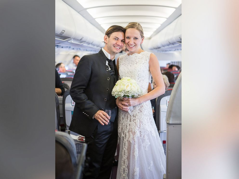 PHOTO: Jurgen Bogner and Nathaly Eiche wed on an Austrian Airlines flight to Greece.