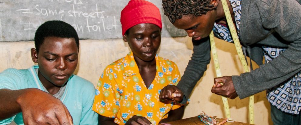 PHOTO: An expert jewelry maker trains women on Kate Spade signature friendship bracelet.