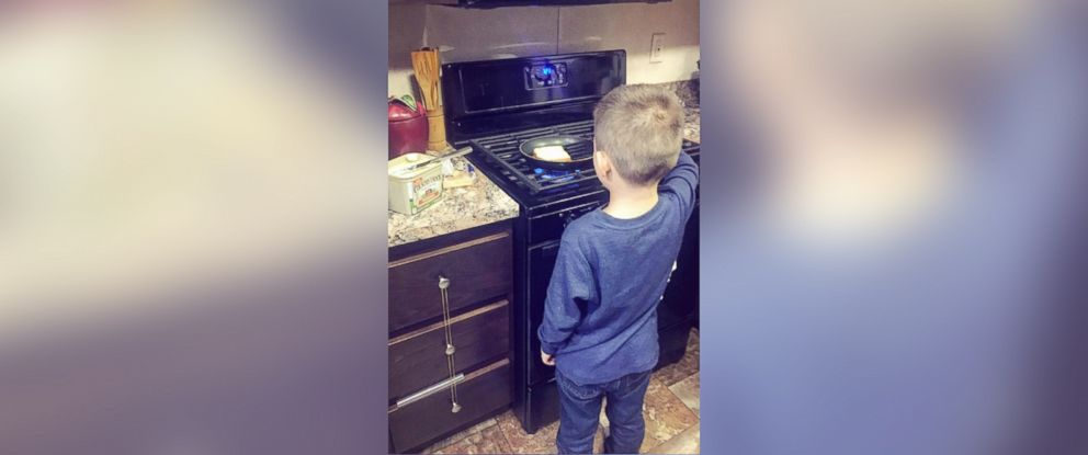 """PHOTO: Single mother Nikkole Paulun teaches her son Lyle, 6, to do household chores to remind him its not """"just for women."""""""