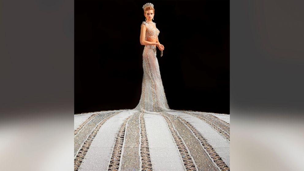 Minnesota Woman Crafting Nearly 400-Pound Beaded Wedding Gown - ABC News