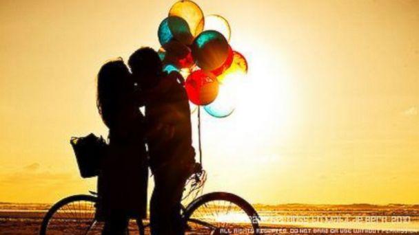 PHOTO: Bride, Balloons, Bicycle.